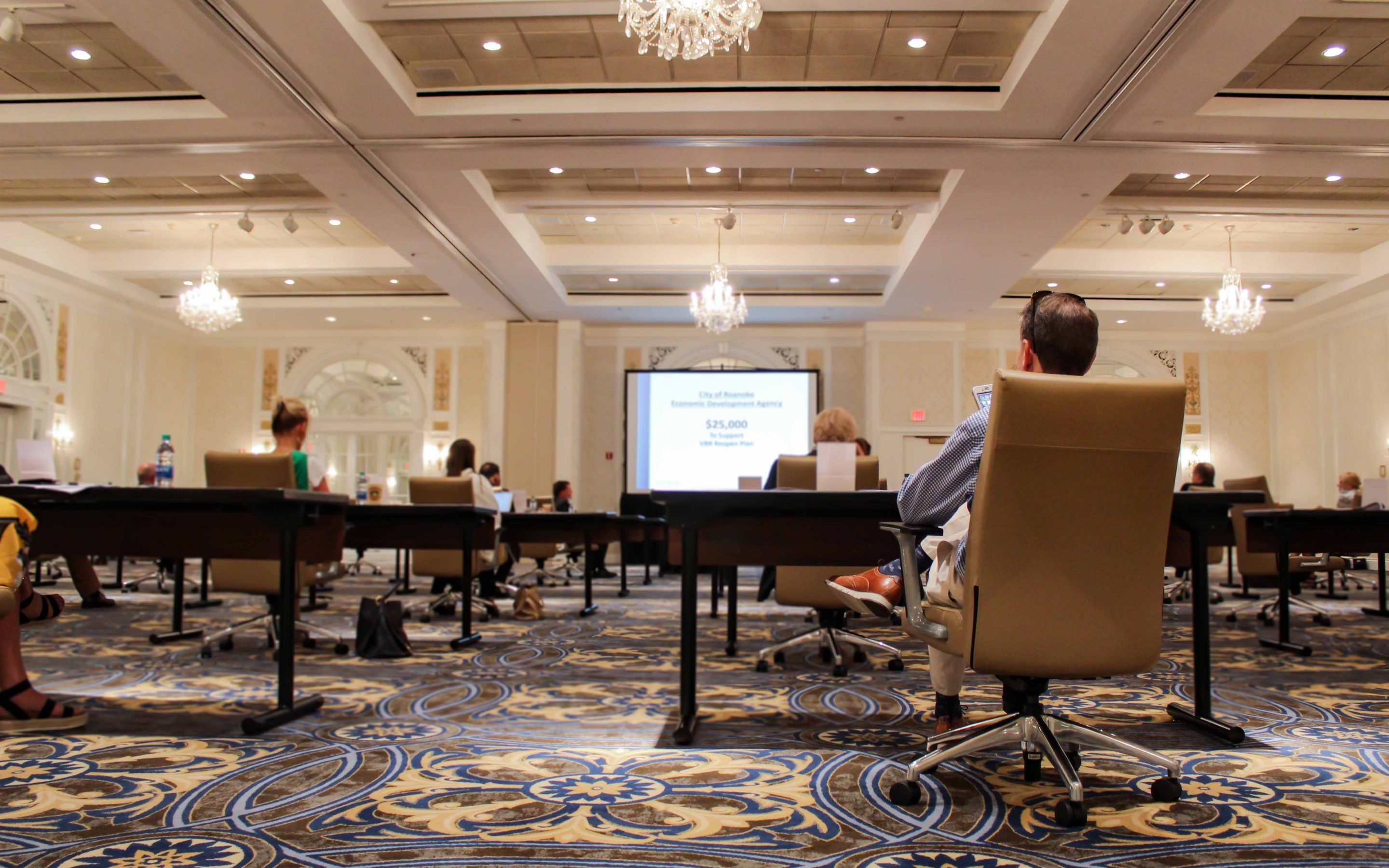 MEETING THE MOMENT AT THE HOTEL ROANOKE & CONFERENCE CENTER WITH HYBRID & VIRTUAL MEETINGS